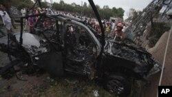 3일 파키스탄에서 폭탄 테러로 파괴된 차량.