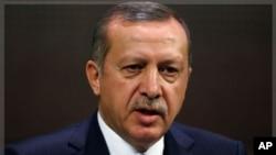 ترک وزیراعظم کا کہنا ہے کہ ان کا ملک شام کے خلاف پابندیاں سخت کرنے کے اقدامات کرے گا