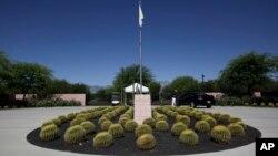 Lối vào khu nghỉ dưỡng Annenberg tại Sunnylands, Rancho Mirage, bang California, nơi sẽ diễn ra cuộc họp giữa Tổng thống Obama và các lãnh đạo 10 nước ASEAN. Khu Sunnylands, nơi tổ chức hội nghị thượng đỉnh ASEAN-Hoa Kỳ, cũng là nơi mà Tổng thống Obama dùng để tiếp đón Chủ tịch Trung Quốc Tập Cận Bình năm 2013.