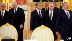 From left: Armenia's Serge Sarkisian, Belarus' Alexander Lukashenko, Kyrgyzstan's Almazbek Atambayev, Russia's Vladimir Putin and Kazakhstan's Nursultan Nazarbayev arrive for the Eurasian Economic Union summit in Moscow, Dec. 23, 2014.