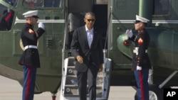 Tổng thống Obama đi từ Marine One đến Air Force Once tại sân bay quốc tế Los Angeles, lên đường đến Rancho Mirage ở Sunnylands.