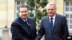 Premijer Srbije Ivica Dačić sa francuskim premijerom Džan Mark Eroom u Parizu.