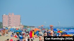 Aşırı Sıcaktan Bunalan New Yorklular Plajlara Akın Etti