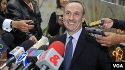 La agencia de Bienestar Infantil de Colombia confirmó la adopción de dos hermanos colombianos a Chandler Burr.
