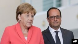Nemačka kancelarka Angela Merkel i francuski predsednik Fransoa Oland prilikom susreta u Berlinu 24. avgusta 2015.