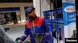 VOA连线(黄耀毅):特朗普感谢沙特让油价下跌