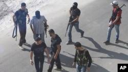 시리아의 수도 다마스커스 거리의 무장한 반정부군들