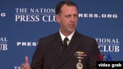 美國海軍作戰部長 約翰理查森1 月11日星期一在華盛頓發表演講(VOA 視頻截圖)