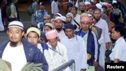 Beberapa anggota Jamaah Tabligh Indonesia siap berangkat untuk menghadiri pertemuan (foto: dok).