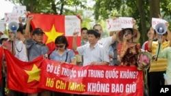 8月14日越南示威者呼喊反华口号
