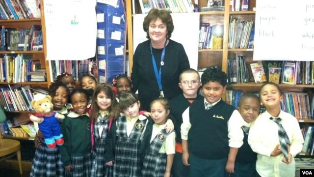 Janine Cerrone with her kindergarten class at Saint Camillus Catholic school in New York. (VOA/A. Phillips)