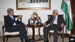 美國國務卿克里星期天(4月7日)與巴勒斯坦總統阿巴斯在拉馬拉會談