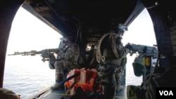 Las fuerzas de la OTAN están usando helicópteros artillados también.