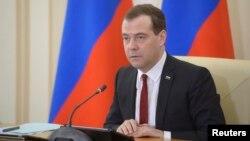 PM Rusia Dmitry Medvedev memimpin rapat di Simferopol, Krimea (31/3).