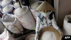Các nhà xuất khẩu Việt Nam thu mua gạo vì lo giá cả gia tăng