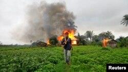 دیدبان حقوق بشر گفته است که در جریان عملیات ضد شورش اردوی میانمار صدها خانۀ مسلمانان در راخین به آتش کشیده شده است