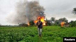 دیدبان حقوق بشر گزارش داده است که نظامیان برمایی بیش از ۱۰۰۰ خانۀ مسلمانان را به آتش کشیده اند
