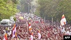 Các vị sư Miến Ðiện tuần hành ở Rangoon phản đối chính phủ ngày 24/9/2007