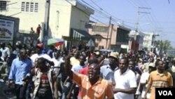 Ayiti-Eleksyon: Yon Ansyen Senatè Mande Pèp la Evite Lese-Frape