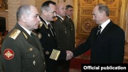 Генерал-полковник Николай Ткачёв (крайний слева) на приеме в Кремле, 2007 год