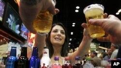 Američka sveučilišta pokušavaju zauzdati masovno pijančevanje studenata