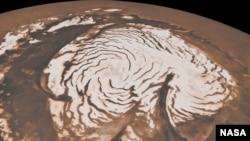Изображение Северного полюса планеты Марс, полученное радаром американской межпланетной станции Mars Reconnaissance Orbiter. Май 2012 г.