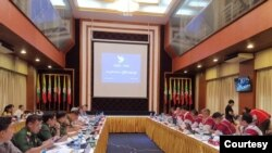 ရန္ကုန္ၿမိဳ႕တြင္ ေတြ႔ဆုံေဆြးေႏြးေနသည့္ KNU ေခါင္းေဆာင္မ်ားႏွင့္ NRPC ကုိယ္စားလွယ္မ်ား။ (စက္တင္ဘာ၊ ၀၇၊ ၂၀၁၉)