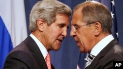 El secretario de Estado. John Kerry, y el canciller ruso, Sergei Lavrov, tras la rueda de prensa donde anunciaron el acuerdo.