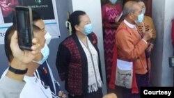 တုိင္းရင္းသားပါတီေတြနဲ႔ ေတြ႔ဆုံေဆြးေႏြးေနတဲ့ ေဒါက္တာေအာင္မိုးညိဳ ဦးေဆာင္တဲ့ NLD ကိုယ္စားလွယ္အဖြဲ႔။ (ဇန္နဝါရီ ၀၄၊ ၂၀၂၁။ ဓာတ္ပုံ - National League for Democracy - Mon State)