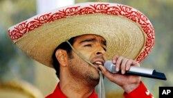 El cantante y actor Pablo Montero agradeció las muestras de afecto de sus compañeros y del público tras la muerte de su hermano.