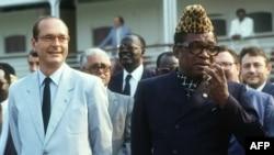 Jacques Chirac et Mobutu Sese Seko à Kinshasa, RDC (Zaïre), le 17 juillet 1985.