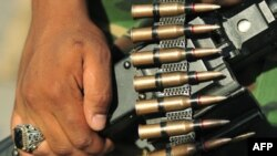 Forcat rebele në Libi fillojnë një ofensivë kundër forcave të Gadafit