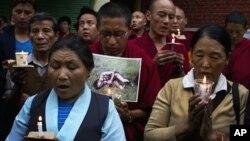 7일 인도 북부 담살라시에서 중국 정부에 항거해 분신자살한 티벳인들을 추모하는 행사에 참석한 티벳인들.