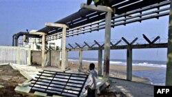 Атомная электростанция поврежденная в результате приливных волн в 2004 году в Калпаккаме, Индия (архивное фото)