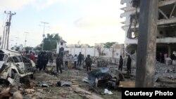Une voiture piégée a explosé près de l'hôtel Jazeera à Mogadiscio, Somalie, dimanche matin, 26 juillet 2015