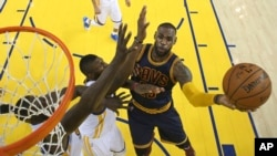 LeBron James contre Golden State, le 2 juin 2016 à Oakland, Californie. (Ezra Shaw, Getty Images via AP, Pool)