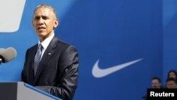 Tổng thống Obama phát biểu tại công ty Nike ở bang Oregon, ngày 8/5/2015. Tổng thống Obama nói rằng theo thỏa thuận đang được bàn thảo, Việt Nam sẽ 'lần đầu tiên phải nâng các tiêu chuẩn về lao động'.