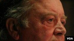 Menteri Kehakiman Inggris, Kenneth Clarke khawatir soal keamanan nasional jika pemerintah dituntut di pengadilan.