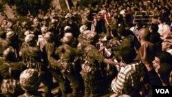 Pasukan keamanan Mesir dituduh melakukan tindak kekerasan terhadap para demonstran saat penggulingan Mubarak.