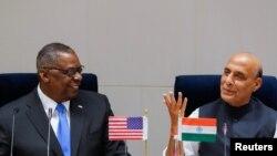 美国国防部长奥斯汀3月20日在印度首都与印度国防部长辛格举行会谈。