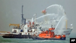 Rescue boats from Taiwan and China take part in a joint rescue drill, at sea halfway between Taiwan's Kinmen and China's Xiamen, 16 Sep 2010