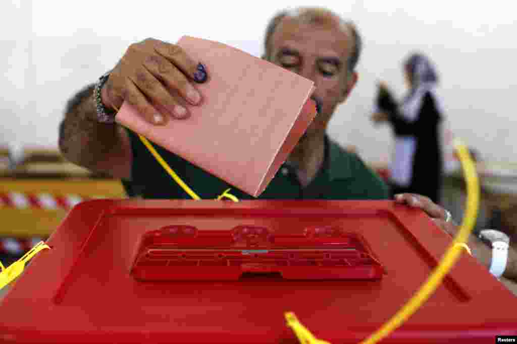 A man casts his vote at a polling station in Benghazi July 7, 2012. Libyans began voting in their first free national election in 60 years on Saturday, a poll designed to shake off the legacy of Muammar Gaddafi but which risks being hijacked by autonomy d