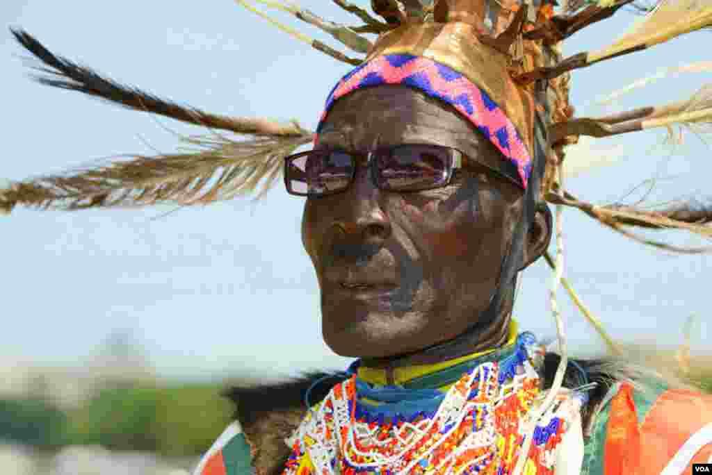 Танцор народности лоу из деревни Коджело (Кения)