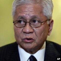 菲律賓外交部長阿爾伯特•羅薩里奧(資料照片)