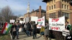 Kurdên li Washingtonê giwaştin û zordarîyên li ser Kurdan protesto dikin.