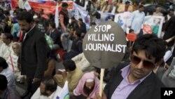 عکس، ارشیف: په پاکستان کې د ژورنالیستانو پر وړاندې د تاوتریخوالي پر ضد یوه مظاهره