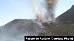 Vulcão do Fogo em erupção(Foto Fausto do Rosário)