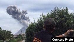 Erupsi gunung api Sinabung di Kabupaten Karo, Sumatera Utara. (Sumber foto: BPBD Karo)