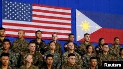 Los filipinos en su gran mayoría apoyan ayuda militar de Estados Unidos, según encuestas.