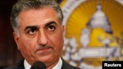 Bekas Putra Mahkota Iran Reza Pahlavi berbicara di National Press Club di Washington, 2009. (Reuters/Larry Downing)